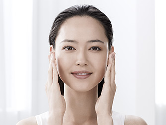 How to apply anti-ageing toner