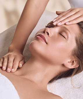 EXPERT FACIALS|spa-treatment-room